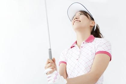 ゴルフクラブを握る女性