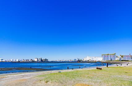 潮干狩り 春 風景 千葉港 千葉市 日本 青空 行楽 休日 レジャー アウトドア ビーチ 砂浜 海岸