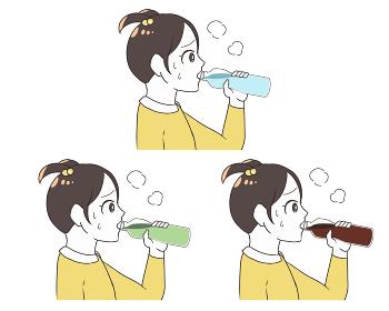 ペットボトルで水分補給 女の子