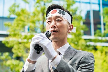 街頭演説する選挙の立候補者イメージ