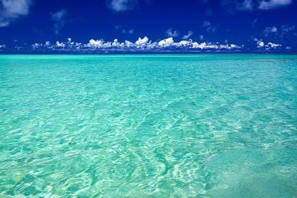 鹿児島県・与論島 夏の百合ヶ浜の風景