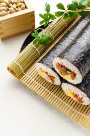 節分 巻き寿司と豆