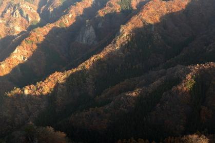 朝焼けに照らされる山々 (群馬県大屋山頂上から)