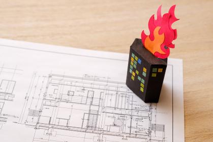 ビル火災と建築図面 設計ミス 夜の街