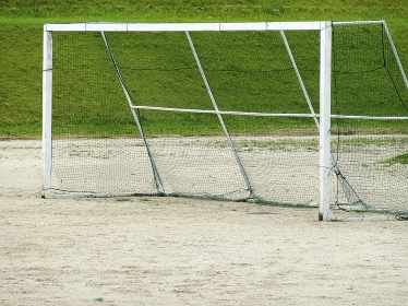 河川敷のサッカーゴール