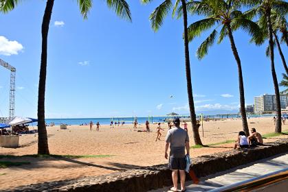 ワイキキ クィーンズビーチのビーチバレーコート