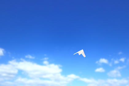 大空を飛ぶ紙飛行機 2