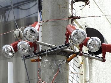 電柱の仮設電灯