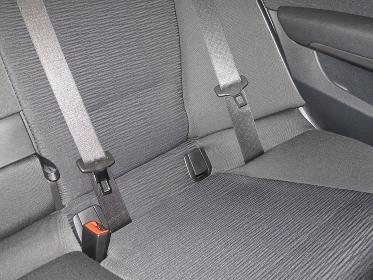 乗用車のシートベルト