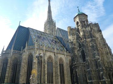 オーストリア・ウィーンにてゴシック建築の大聖堂であるシュテファン寺院