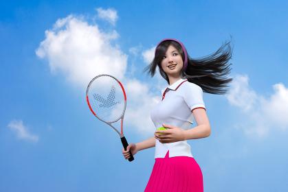 黒いロングヘアをなびかせながらテニスラケットとボールを持ちプレイする女性