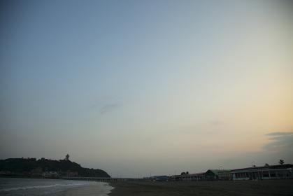 夕方の江ノ島の砂浜