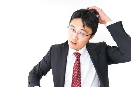 身だしなみを整えるビジネスマン・抜け毛イメージ