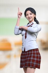 教室で指で天井を指しポーズをする一つくくりの女子高生が1人