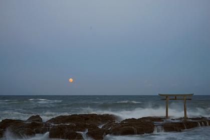満月と神磯