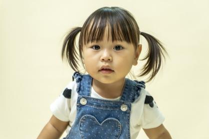 2歳児のかわいい女の子