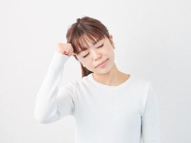 頭が痛いアジア人女性