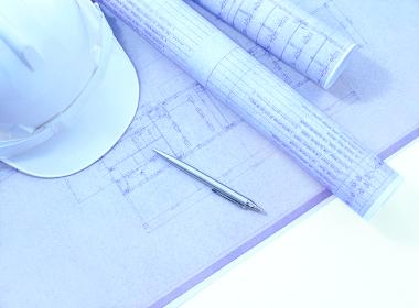 設計図とヘルメット