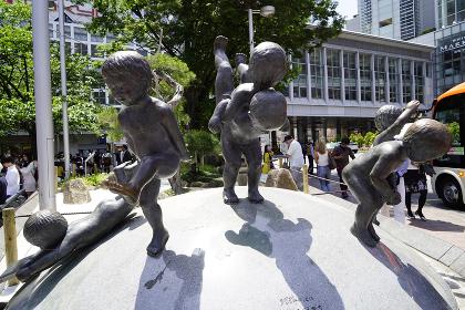 渋谷スクランブル交差点の銅像