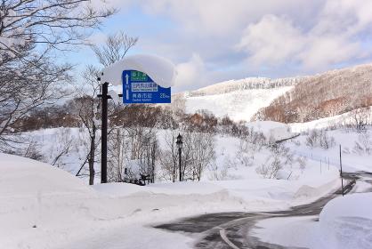 豪雪地域の道路標識(青森県)