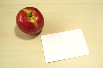 リンゴとメッセージカード 2