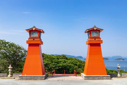 絶景の海岸線に建つ福徳稲荷神社 山口県下関市