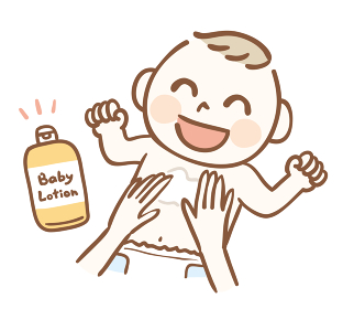 ベビーローションで保湿する赤ちゃん