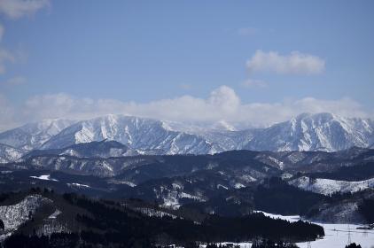 小国町と朝日連峰