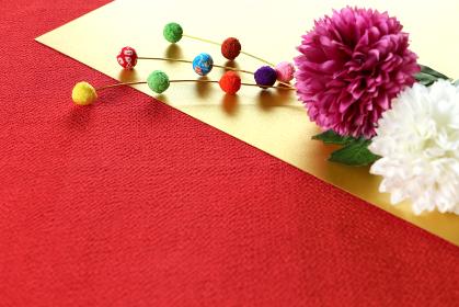 正月イメージ ちりめんで作った餅花と菊の造花 8
