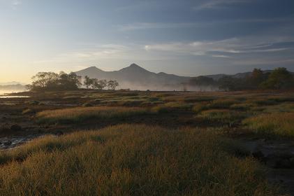 草紅葉と磐梯山
