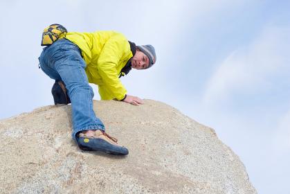 Free climber descending boulder