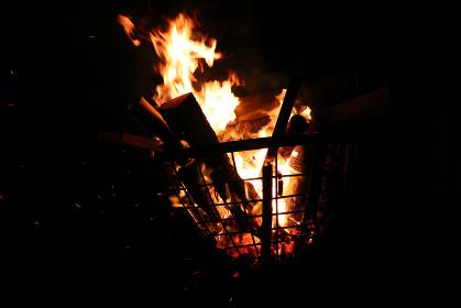 祭りの篝火