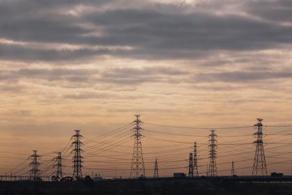 送電用鉄塔のシルエット