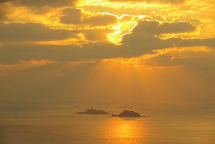 長崎半島の高台から望む天使の梯子