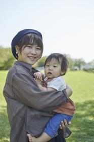 かわいい日本人の赤ちゃんと家族