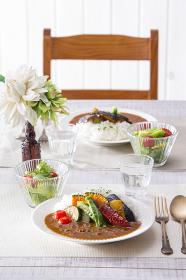 夏野菜カレー 食卓