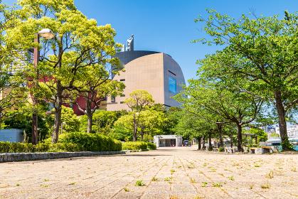 初夏の勝山公園と小倉中心街の街並み
