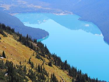 カナダ・西海岸のウィスラーマウンテンには沢山の氷河湖がある