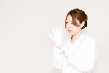 医療のイメージ・手術準備(医者・女性・看護婦・研究・白衣)
