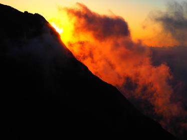 もうすぐ北アルプスに日が沈む