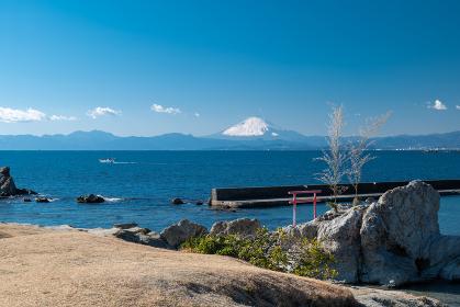 早春の葉山町の風景 小磯の鼻と富士山 2月