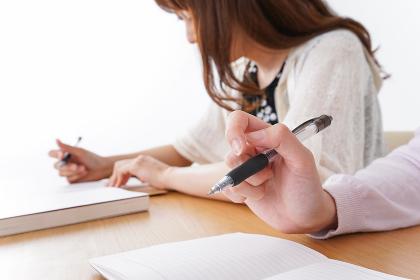 勉強する学生