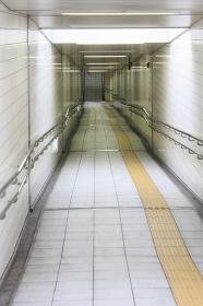 天井採光の地下通路