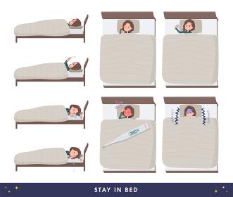 ベッドにこもるチュニック中年女性のセット