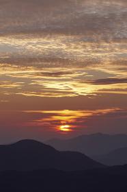 由布岳付近の夜明け