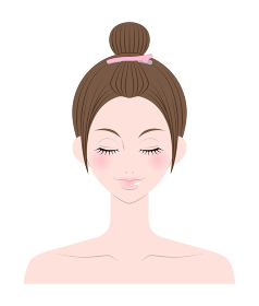前髪をあげた女性の顔