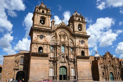 ペルー・クスコにてアルマス広場にあるゴシック様式のクスコ大聖堂