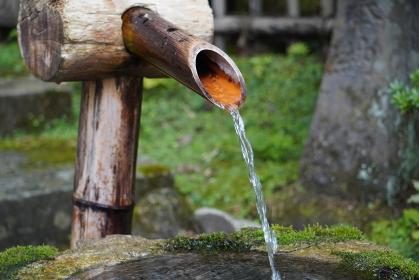 湧き出る長命水、宮城県仙台市定義山
