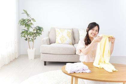 家事をする女性