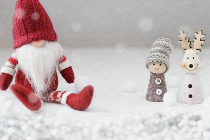雪が降るクリスマスにサンタクロースがやってきた